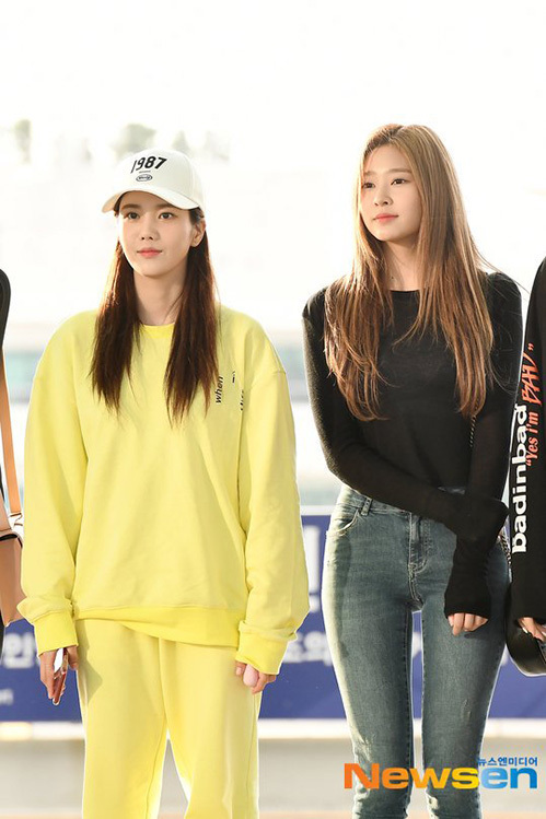 Jang Won Young gây bão vỡi xương quai xanh, chân dài ở sân bay - 3
