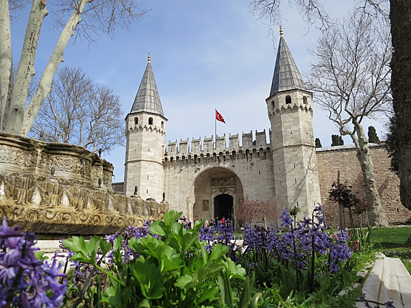 Bạn có biết 7 cung điện xa hoa bậc nhất thế giới? - 3