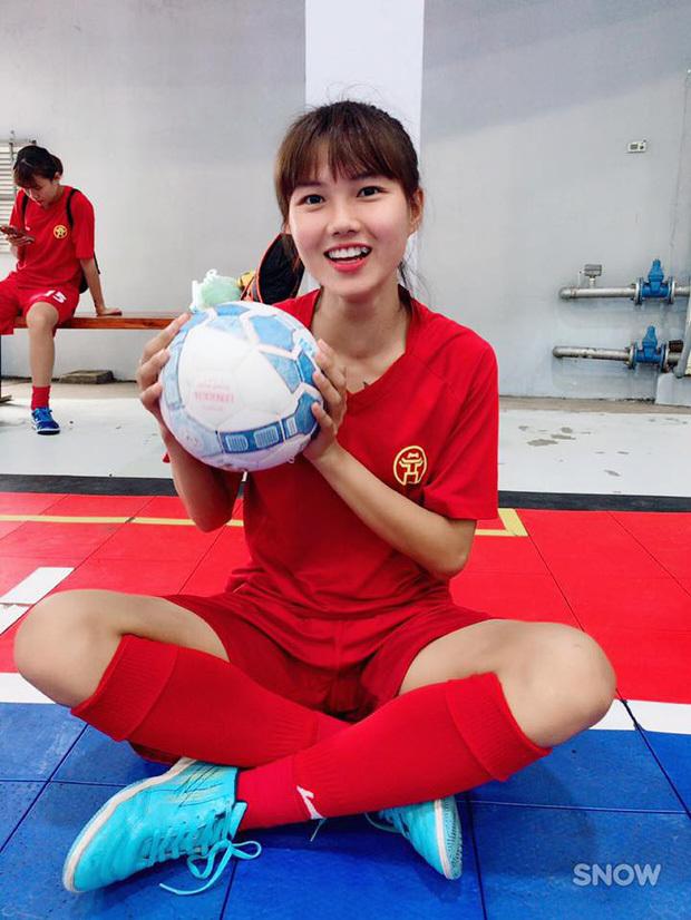 <p> Nhan sắc ngọt ngào của hậu vệ khoác áo CLB Hà Nội.</p>