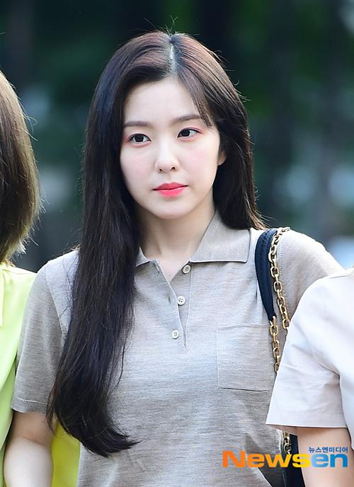 Netizen khen ngợi ngoại hình nổi bật của mỹ nhân SM. Cô ấy vừa mới ngủ dậy vàchỉ mặc quần áo đơn giản nhưng trông vẫn xinh đẹp, một bình luận trên Naver.