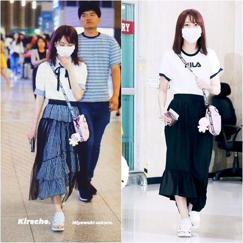 Khẩu trang là phụ kiện không thể thiếu khi thành viên IZONE ra sân bay. Chân váy dài, xếp lớp là item không còn hợp mốt, khiến Sakura già dặn hơn.