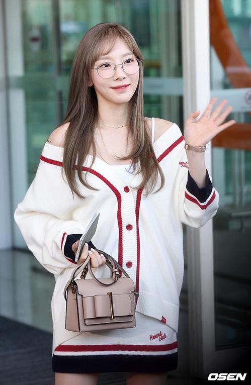 Tae Yeon lên đường sang nước ngoài chụp ảnh tạp chí. Trưởng nhóm SNSD đã 30 tuổi nhưng có khuôn mặt hack tuổi, nhìn trẻ trung không hề kém cạnh đàn em.