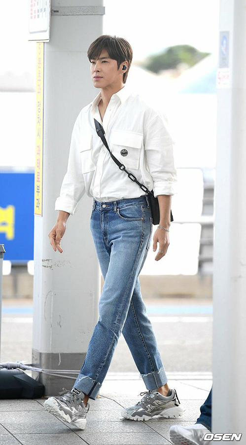 Yun Ho (DBSK) là người cực kỳ chăm chỉ luyện tập, giữ hình thể quyến rũ không hề kém các idol hậu bối.