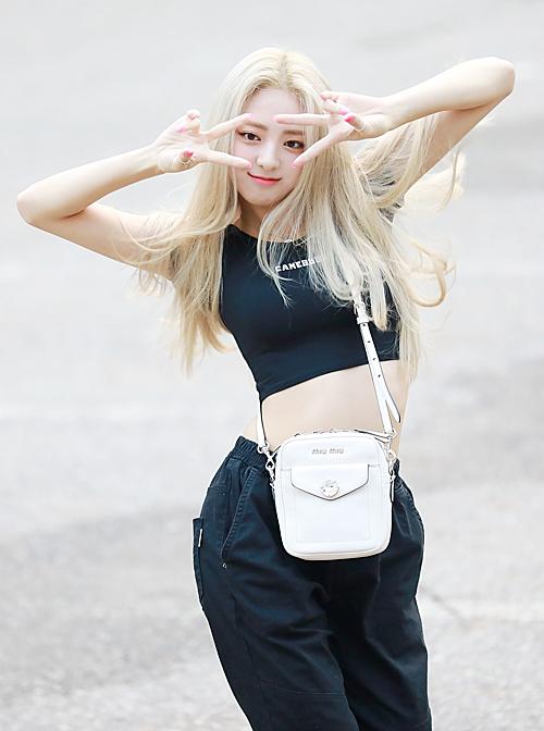 Irene đọ sắc cùng Yuna trên đường đến Music Bank - 6