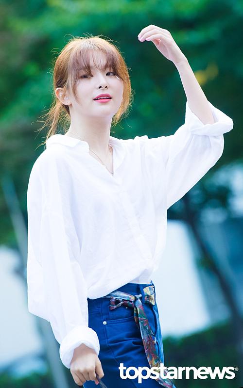 Seul Gi gây ấn tượng bởi phong cách thời trang trẻ trung, năng động.