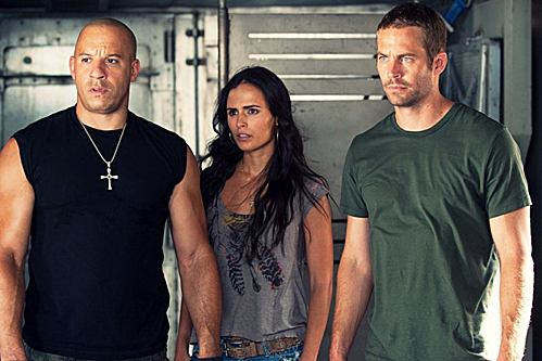 Gia đình Dom, Mia và Brian (từ trái sang phải) trong một cảnh phim chung.