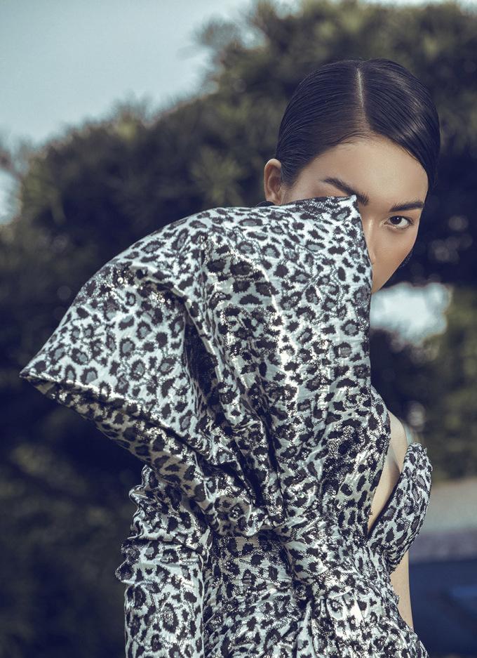<p> Sở hữu làn da bánh mật, body chuẩn, cùng kinh nghiệm làm người mẫu nhiều năm, Coco Thùy Dung thể hiện nhiều sắc thái khác nhau.</p>