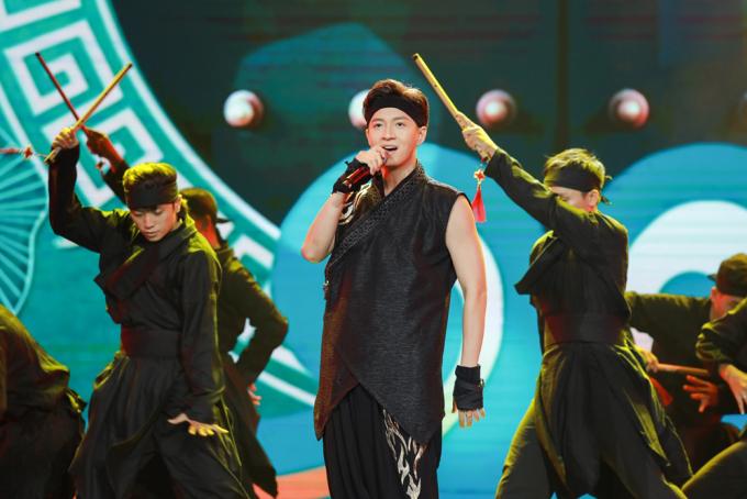 """<p> Ngô Kiến Huy mang hit triệu view mới nhất - """"Truyền thái y"""" lên sân khấu.</p>"""