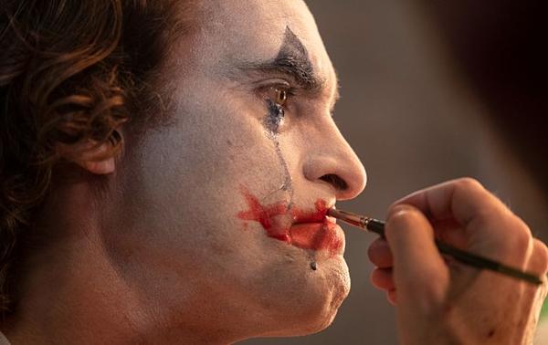 Phim về gã hề ác nhân The Joker được gọi là kiệt tác điện ảnh - 2
