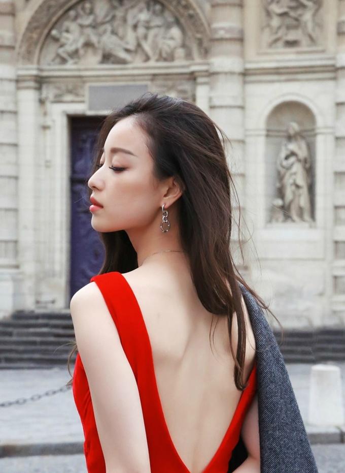 """<p> """"Sao nữ có gương mặt thời trang nhất châu Á"""" Nghê Ni chuộng các thiết kế khoét lưng. Từ các bộ ảnh thời trang...</p>"""