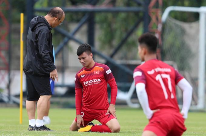 <p> Thầy Park nghiêm khắc với Quang Hải.</p>