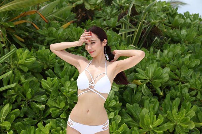 <p> Dù đã sang thu, các sao nữ Thái Lan vẫn tích cực diện bikini ra biển. Ngôi sao Aum Patcharapa được khán giả ngưỡng mộ vì body thon thả, săn chắc không kém đàn em.</p>