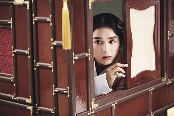Màn giả gái của Yoo Seung Ho trong phim.
