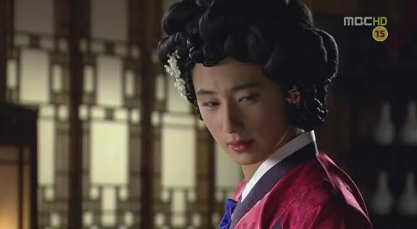 Vẻ quyến rũ của Jung Il Woo khi đóng giả kỹ nữ.