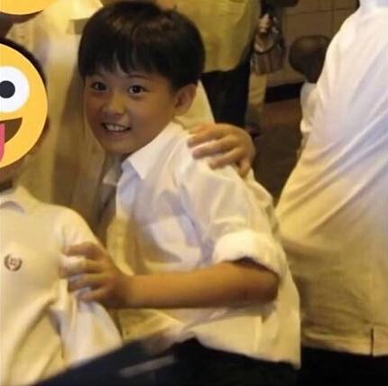 Ảnh thuở cắp sách tới trường này là idol Hàn nào? - 6