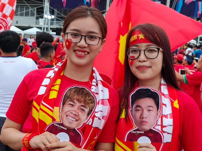 <p> Hai fan nữ của Công Phượng và Xuân Trường đặt niềm tin vào thần tượng sẽ ghi bàn giúp Việt Nam chiến thắng.</p>
