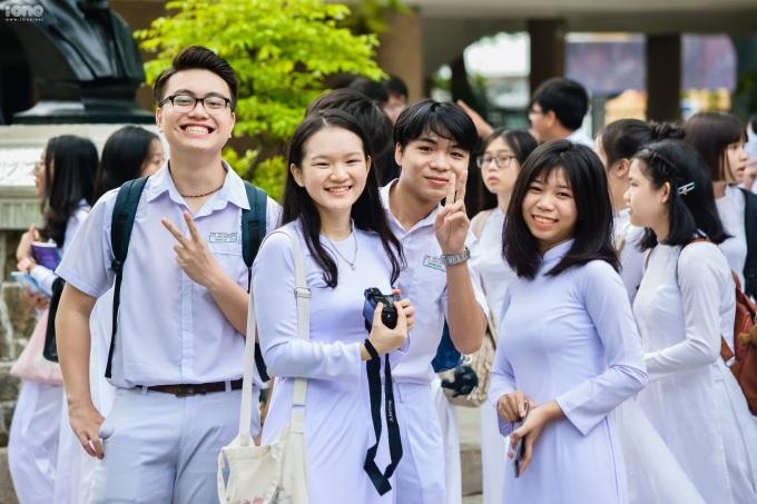 Teen Phan Châu Trinh nghịch ngợm trong khai giảng