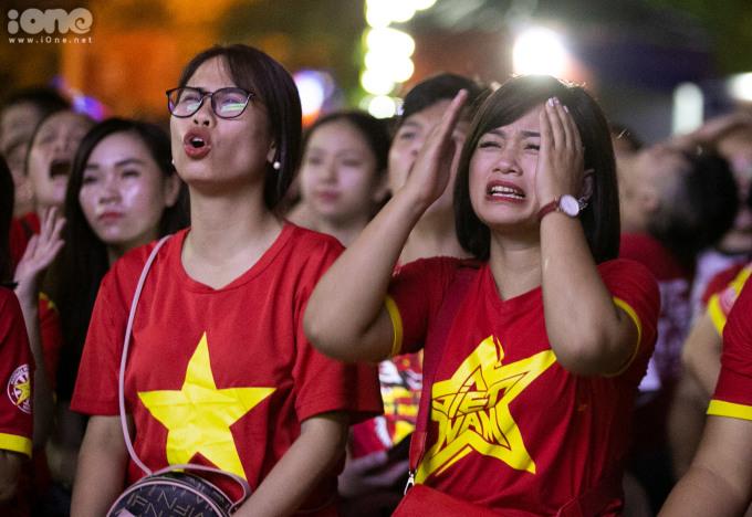 <p> Sức ép mà Thái Lan tạo ra trước khung thành của Văn Lâm khiến nhiều CĐV lo lắng.</p>