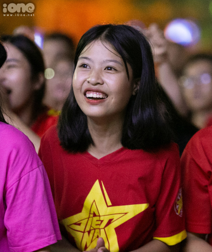 <p> Không khí sôi động háo hức của các CĐV, ngay khi đội tuyển Việt Nam có được cơ hội từ những phút đầu tiên của hiệp 1.</p>