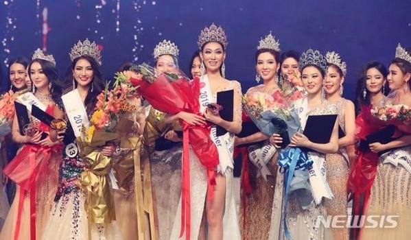 Đêm chung kết Miss Queen Korea 2019 diễn ra tối 5/9 tại Seoul, Hàn Quốc. Đây là cuộc thi tổ chức từ năm 2018,nhằm tìm kiến đại diện Hàn Quốc tham dự ba cuộc thi nhan sắc lớn trên thế giới gồm Miss Universe, Miss World và Miss Supranational. Kết quả, ban tổ chức trao 12 vương miện cho các người đẹp đạt giải trên tổng số 31 thí sinh tham dự.