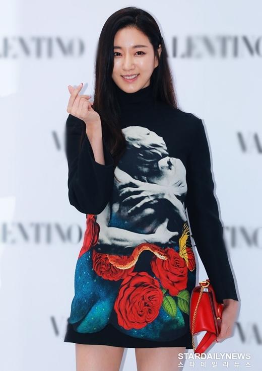 Hoa hậu Hàn Quốc năm 2000 Kim Sa Rang cũng có mặt tại sự kiện.