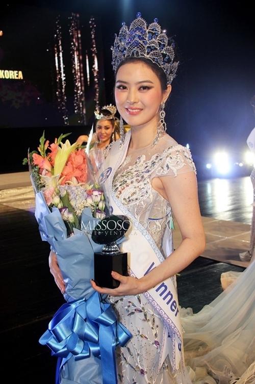 Lim Ji Yeon là một trong tám thí sinh được khán giả yêu thích nhất cuộc thi. Cô là giáo viên ở Busan. Cuối năm nay, cô sẽ đại diện Hàn Quốc dự thi Hoa hậu Thế giới.