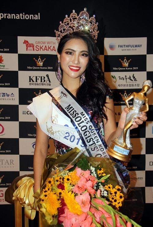 Kwon Hwi đại diện Hàn Quốc thi Hoa hậu Siêu quốc ra tháng 12 tới tại Ba Lan. Cô là sinh viên khoa Ngôn ngữ Anh tại Đại học Chung Ang.
