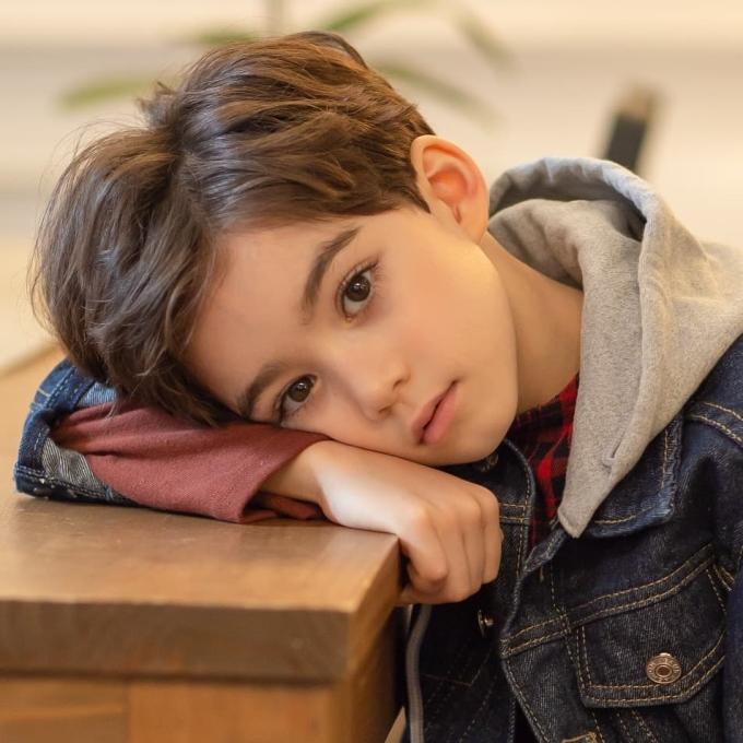 <p> Làn da trắng, mái tóc màu nâu hạt dẻ, xoăn nhẹ, khuôn mặt bầu bĩnh khiến Cooper Jian được mệnh danh là 'bé trai đẹp nhất hành tinh'.</p>