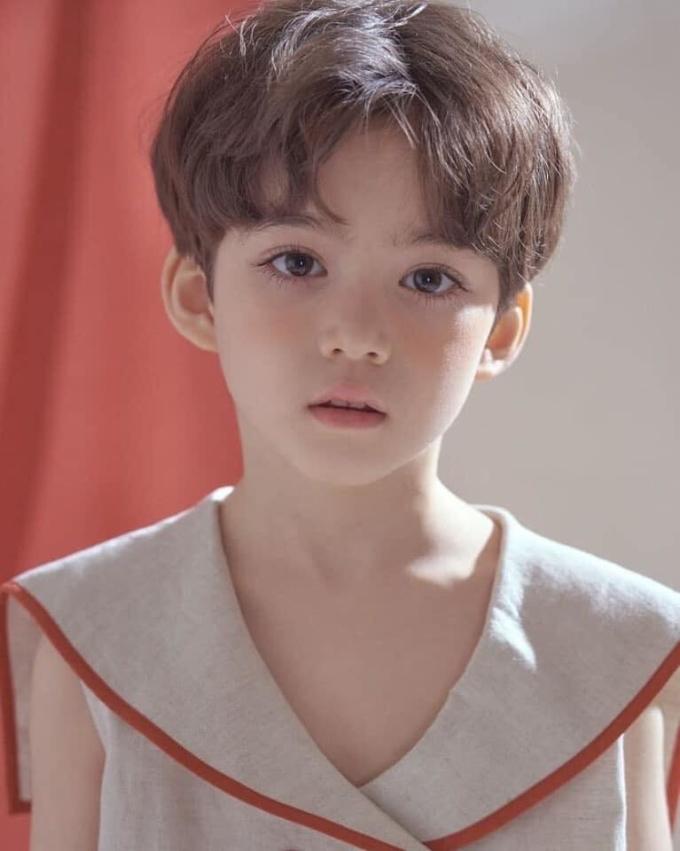 <p> Càng lớn, nét đẹp của Cooper Jian càng hiện rõ nét. Cậu bé được kỳ vọng trở thành một mỹ nam xứ kim chi trong tương lai.</p>