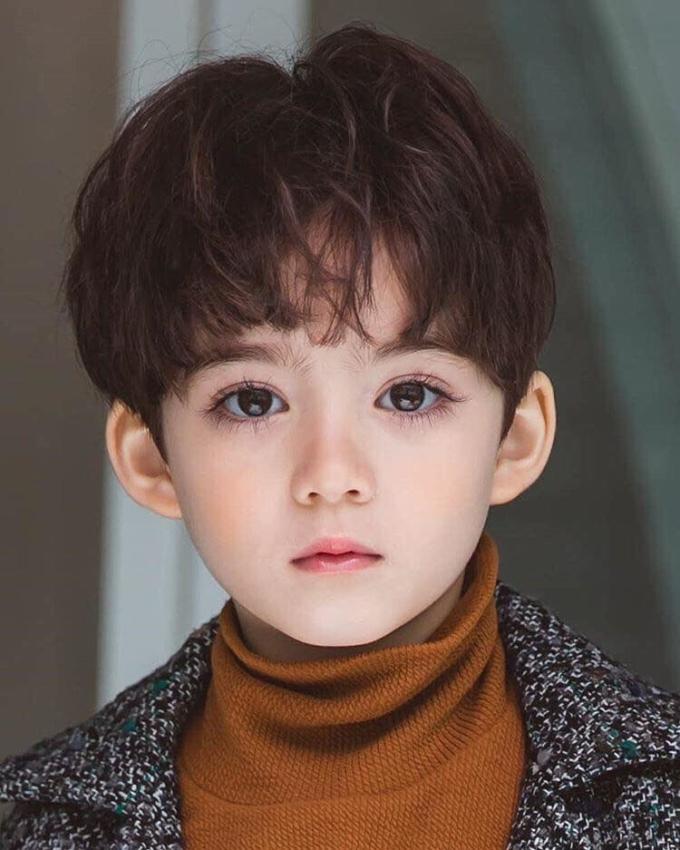 <p> Cooper Jian sinh năm 2013, bố gốc Canada, mẹ là người Hàn Quốc nên sở hữu vẻ đẹp lai Á Âu.</p>