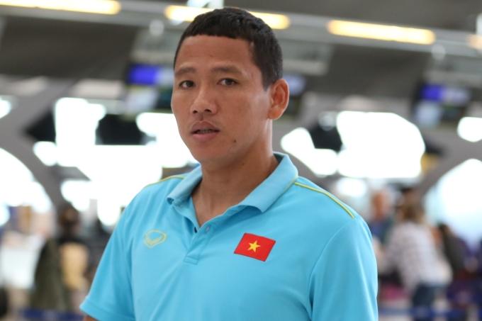 <p> Các trợ lý Lư Đình Tuấn, Trần Minh Quang cùng chân sút Nguyễn Anh Đức (ảnh) bay về TP HCM, hạ cánh lúc 13h.</p>