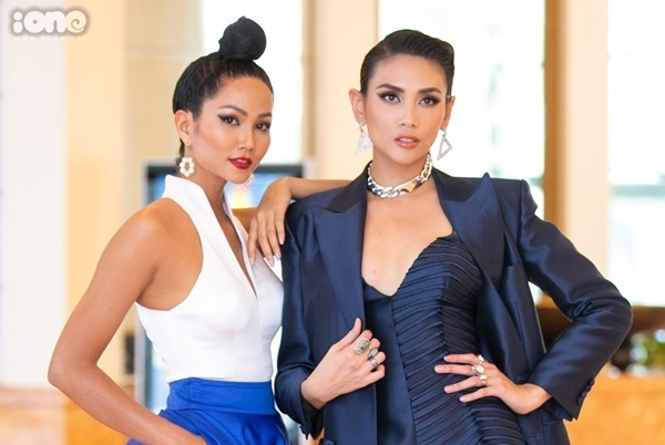 Thời gian HHen Niê thi Miss Universe, Võ Hoàng Yến là cố vấn, đưa ra nhiều lời khuyên cho đàn em về kỹ năng catwalk, trang phục và cách trả lời ứng xử.