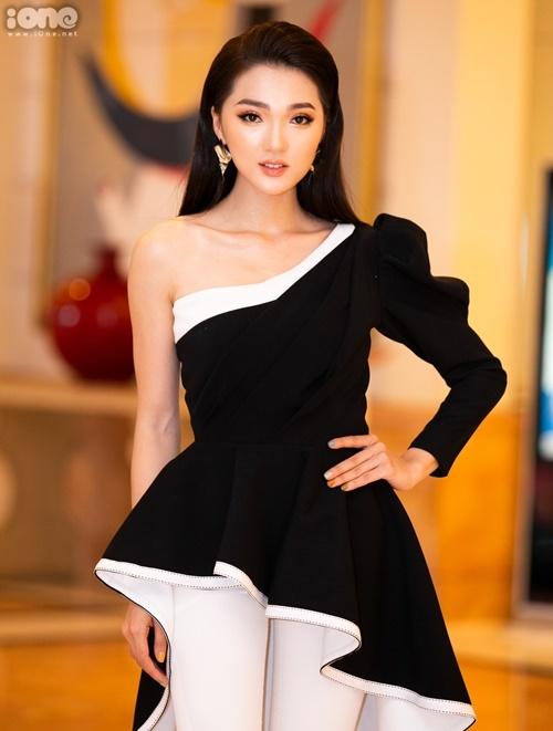 Ngọc Nữ sau thành tích Top 10 Miss Universe Vietnam rời xa showbiz. Bạn gái tin đồn của Phan Văn Đức tất bật với công việc kinh doanh ở thời điểm hiện tại.