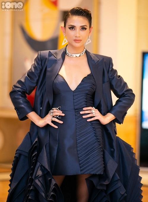 Võ Hoàng Yến góp mặt ở sự kiện với tư cách Á hậu 1 Hoa hậu Hoàn vũ Việt Nam 2008. Cùng với HHen Niê, nữ người mẫu sinh năm 1988 đưa ra nhiều lời khuyên hữu ích cho các thí sinh trẻ về cách gây ấn tượng với ban giám khảo thông qua trang phục, phong thái.