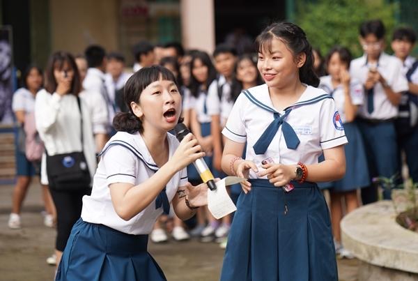 Trịnh Thảo kéo nguyên hội bạn thân đại náo trường cũ - 4