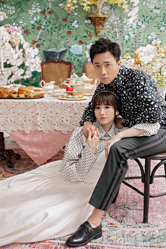 <p> Hari Won kết hợp váy yếm xếp ly màu kem và áo sơ mi tay chuông trendy. Trấn Thành diện sơ mi họa tiết tam giác mang vẻ lãng tử.</p>