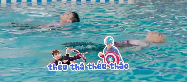Dù đã trải qua ba kiểu bơi, nhưng trọng tài Thanos cho rằng hai thí sinh bất phân thắng bại,vàyêu cầu hai chàng trai đổi kiểu thi. Hawleyes và Captain sẽ phải vừa bơi ngửa vừa hát từ đầu này sang bên kia bể. Có tốc độ nhanh hơn nên Nicky là người chiến thắng và nhận thêm manh mối cũng như dụng cụ để tìm Viên đá Thời gian.