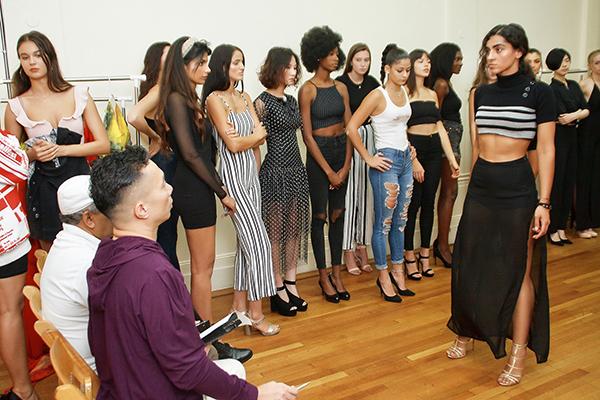 Buổi casting có sự tham gia của hàng chục người mẫu quốc tế đang làm việc tại New York. Theo quy định từ NTK Đỗ Trịnh Hoài Nam, các người mẫu trình diễn đều phải có chiều cao từ 1,72 m đến 1,82 m.