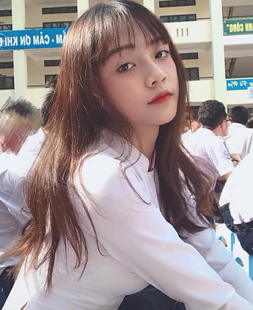 Lê Thị Cẩm Thu (sinh năm 2002) cũng là nữ sinh có xuất phát điểm từ THPT Bình Hưng Hòa, TP.HCM.