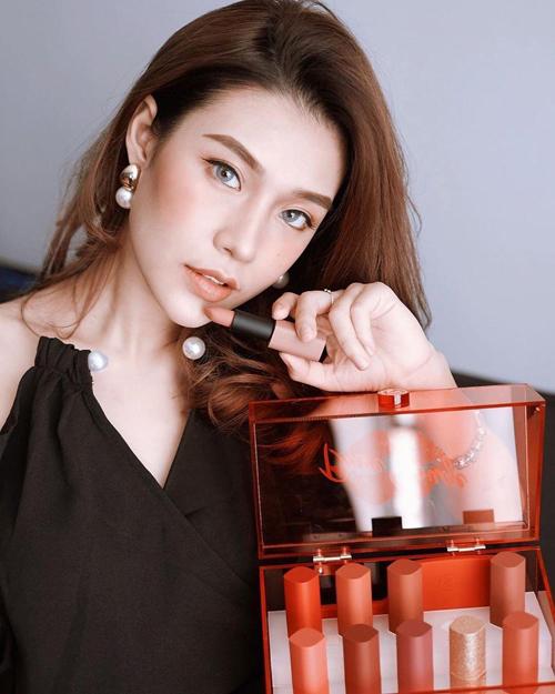 Missha Dare Rouge Velvet Lipstick được kỳ vọng chinh phục giới trẻ với chất son mềm mịn, siêu lì cùng bảng màu hấp dẫn.