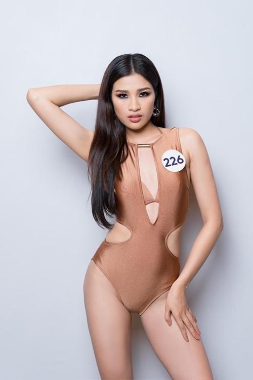 Nguyễn Thị Thành chọn bikini thiết kế lạ mắt.