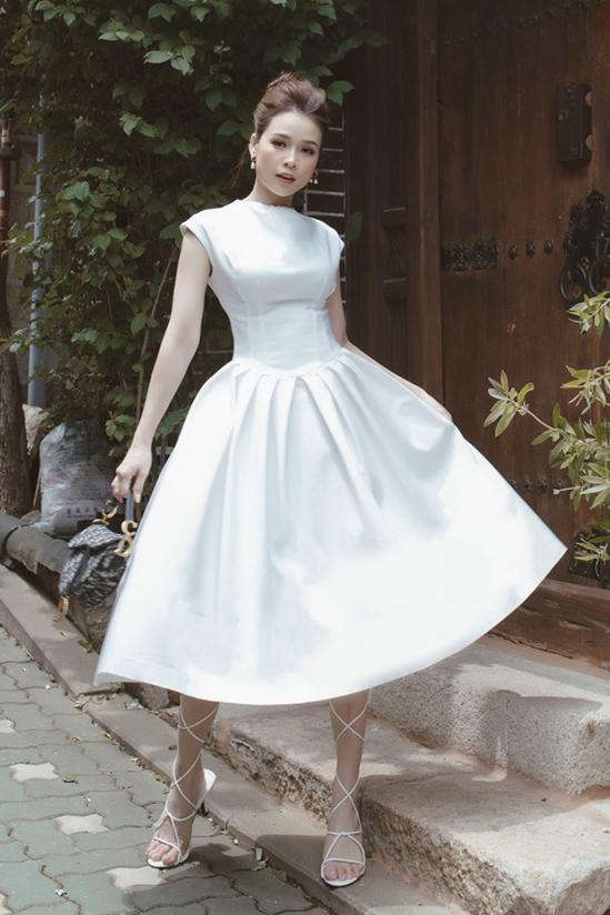 <p> Sam như một quý cô điệu đà lạc bước vào không gian sống yên bình của người dân Hàn Quốc.</p>