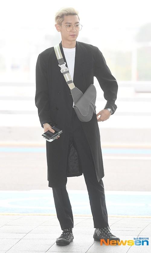 Jennie được khen đẹp với mọi phong cách khi ra sân bay - 5