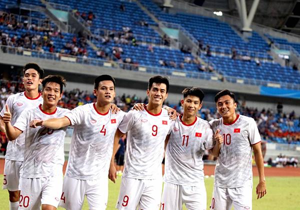 Tuyển thủ Việt Nam ăn mừng sau chiến thắng U22 Trung Quốc. Ảnh: VFF