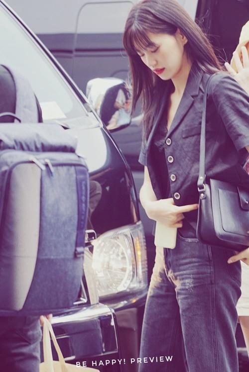 Jennie được khen đẹp với mọi phong cách khi ra sân bay - 8
