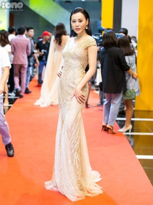Phương Oanh đổi đời sau vai Quỳnh Búp bê trong bộ phim cùng tên.Cô gây tiếc nuối khi không có tên trong danh sách top 5 Nữ diễn viên ấn tượng.