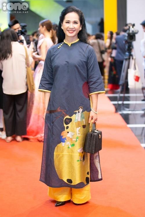 NSND Lan Hương gần đây gây chú ý khi tham gia phim Những nhân viên gương mẫu.