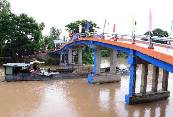 Cây cầu mới được xây dựng từ nắp chai tái chế vớitải trọng lên tới 5 tấn.
