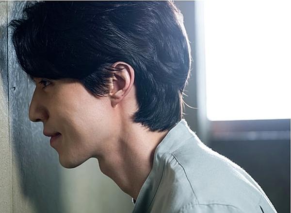 Nha sĩ Seo Moon Jo thì rình rập hàng xóm.