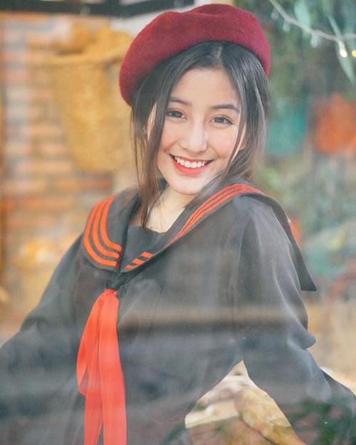 Võ Ngọc Trân nổi tiếng khắp mạng xã hội từ khi còn học lớp 10tại trường THPT Bình Hưng Hoà (SG)